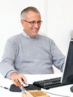 взрослый мужчина на работе