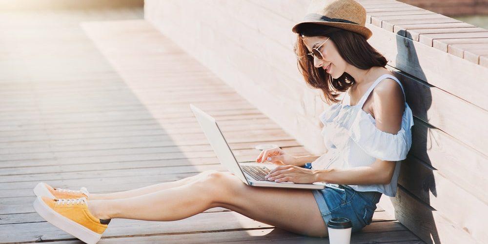 девушка разбирается как начать работать вебкам моделью