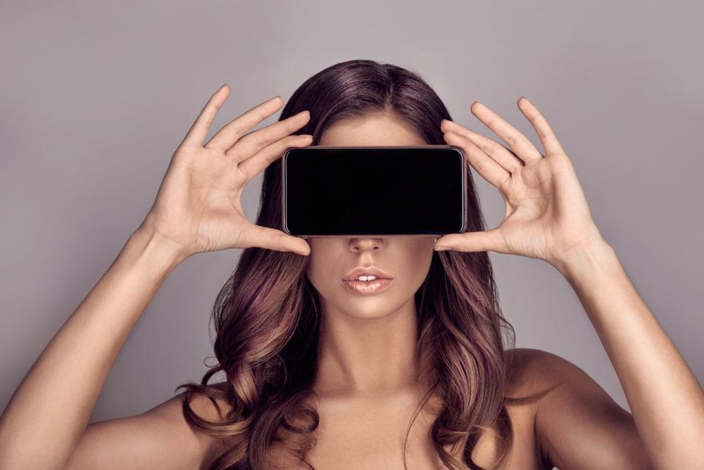 работа вебкам моделью в маске
