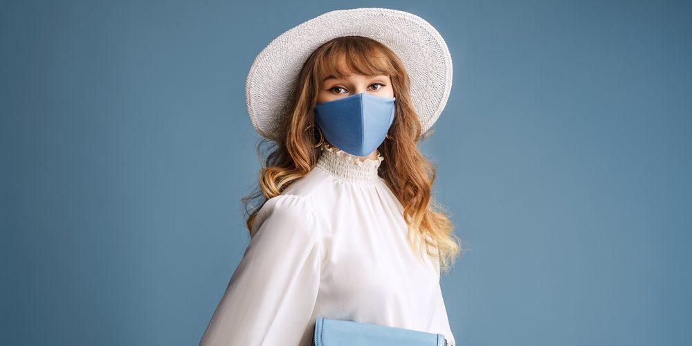 веб модель в маске